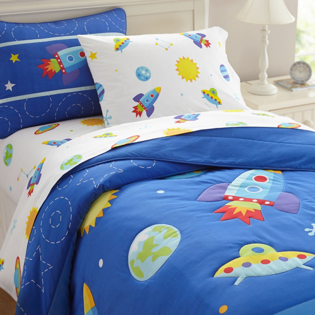 All the outer space elements are represented in these kids bedding sets! The space pattern is carried throughout the wonderful accessories of sheet sets, pillowcases, shams, duvet covers, toddler, twin and queen comforter.